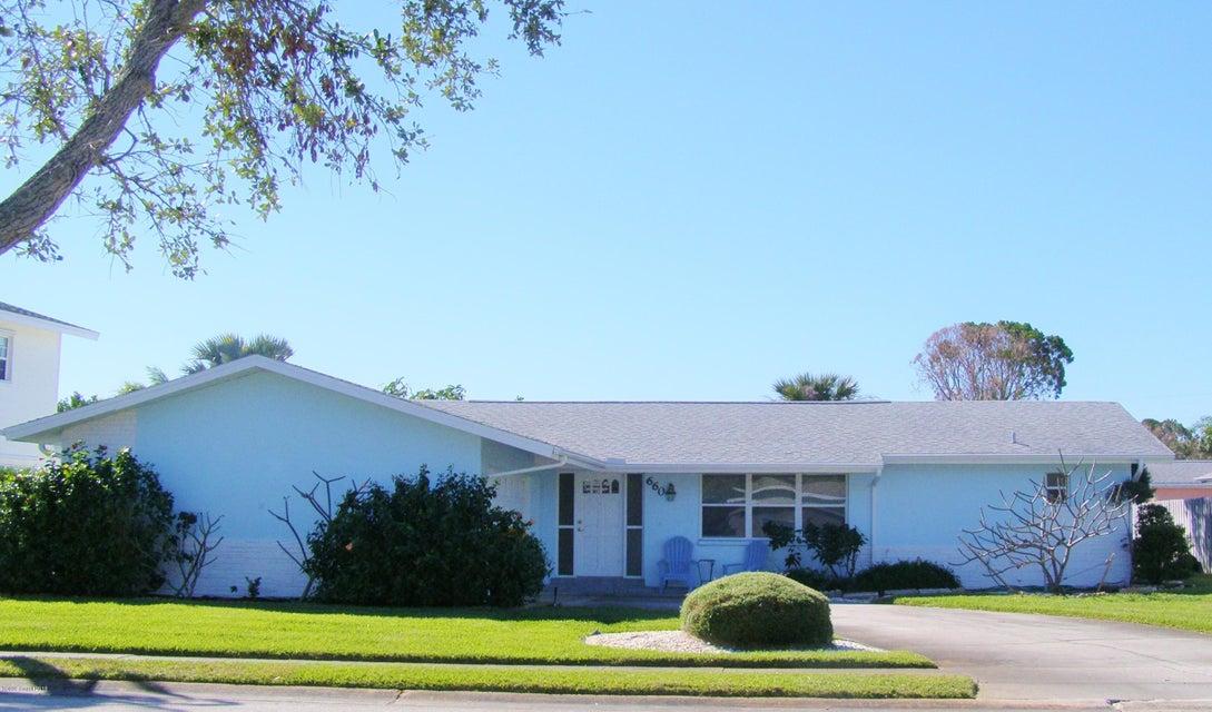 Maison unifamiliale pour l Vente à 660 Jamaica 660 Jamaica Satellite Beach, Florida 32937 États-Unis