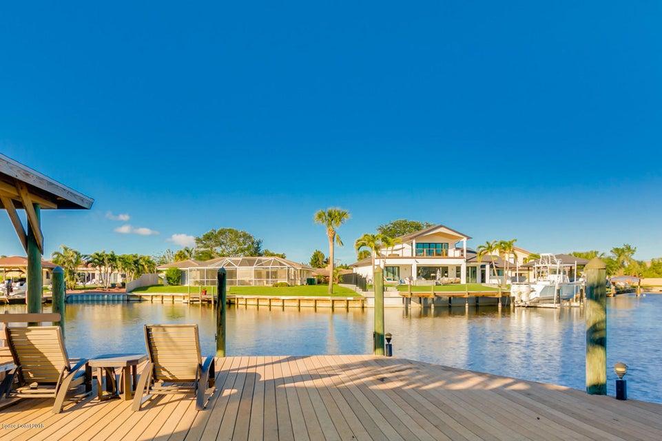 Maison unifamiliale pour l Vente à 225 Madrid 225 Madrid Satellite Beach, Florida 32937 États-Unis