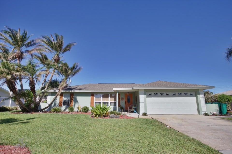 Maison unifamiliale pour l Vente à 410 Roosevelt 410 Roosevelt Satellite Beach, Florida 32937 États-Unis