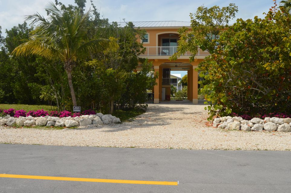 Enfamiljshus för Försäljning vid 17057 Bonita 17057 Bonita Sugarloaf Key, Florida 33042 Usa