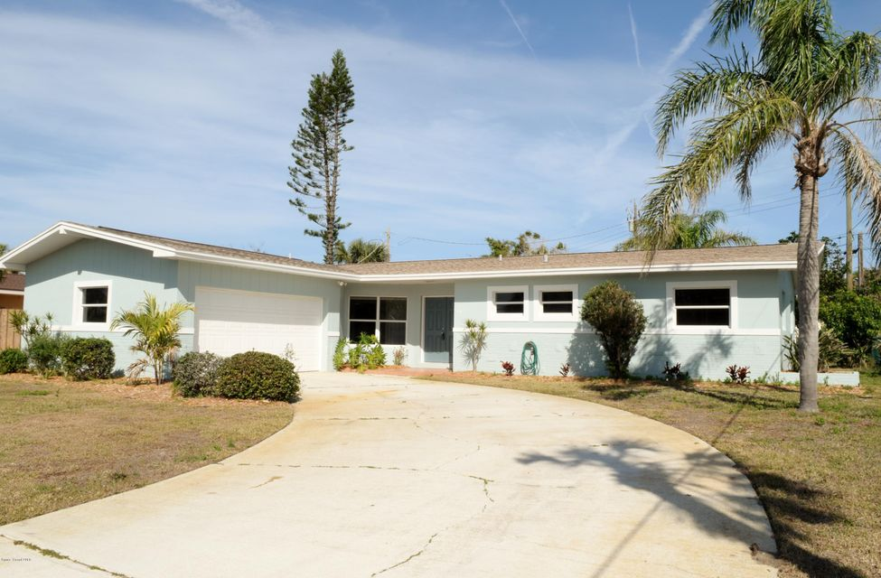 Maison unifamiliale pour l Vente à 190 Elm 190 Elm Satellite Beach, Florida 32937 États-Unis