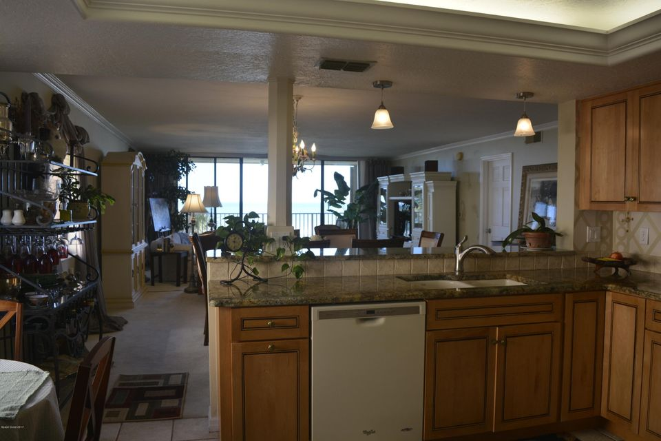 Additional photo for property listing at 1527 S Atlantic 1527 S Atlantic Cocoa Beach, Florida 32931 Estados Unidos