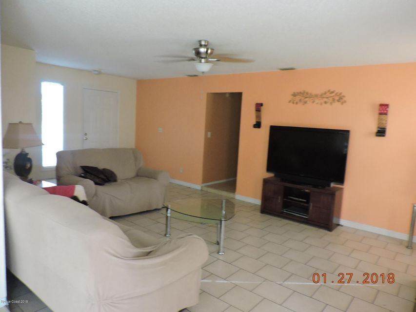 Additional photo for property listing at 960 NW Elmsford 960 NW Elmsford Palm Bay, Флорида 32907 Соединенные Штаты
