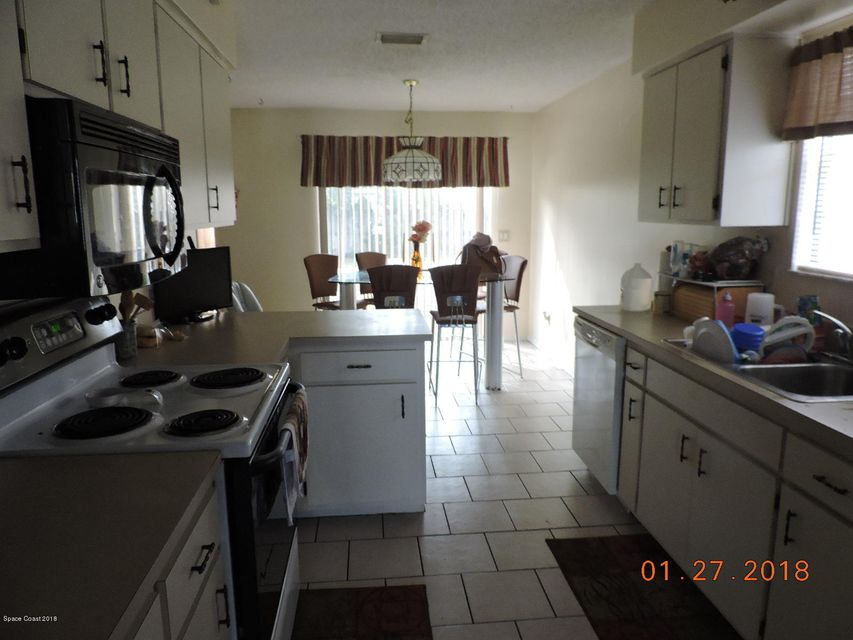 Additional photo for property listing at 960 NW Elmsford 960 NW Elmsford Palm Bay, Florida 32907 United States