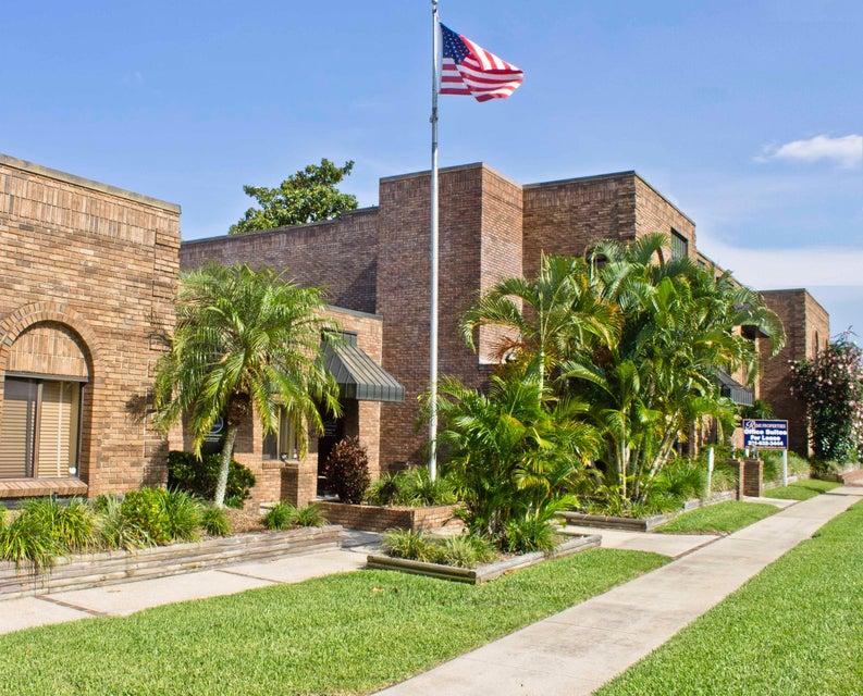 Comercial para Arrendamento às 1802 S Fiske 1802 S Fiske Rockledge, Florida 32955 Estados Unidos
