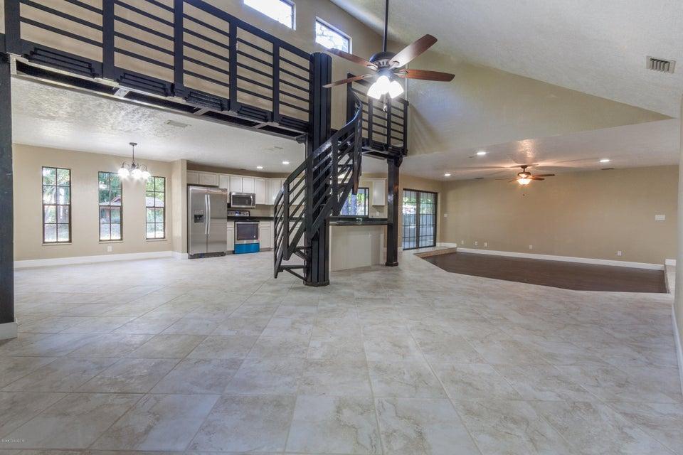 獨棟家庭住宅 為 出售 在 8583 Sheridan 8583 Sheridan West Melbourne, 佛羅里達州 32904 美國