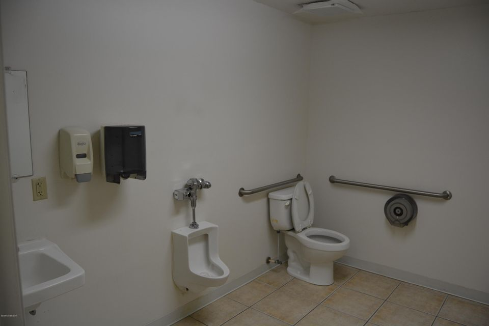 Additional photo for property listing at 191 Center 191 Center Cape Canaveral, Florida 32920 Hoa Kỳ