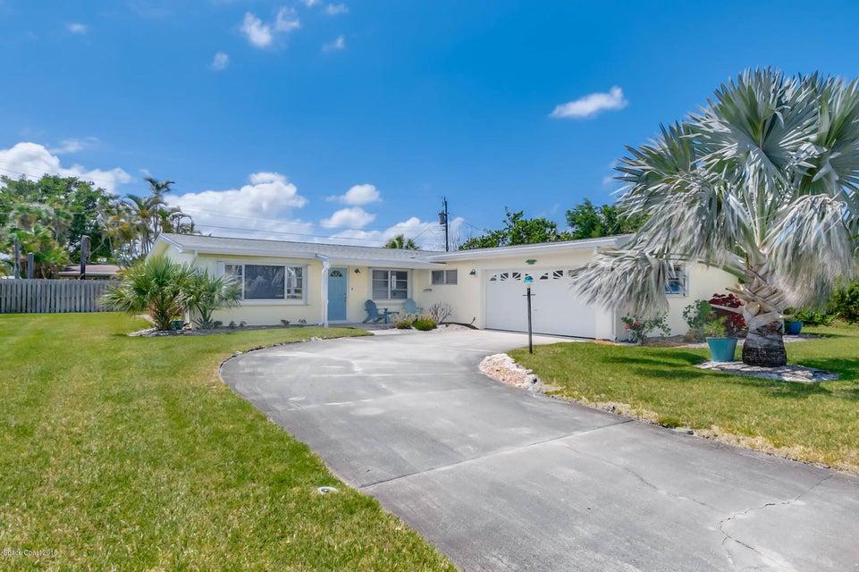 Maison unifamiliale pour l Vente à 340 Carissa 340 Carissa Satellite Beach, Florida 32937 États-Unis