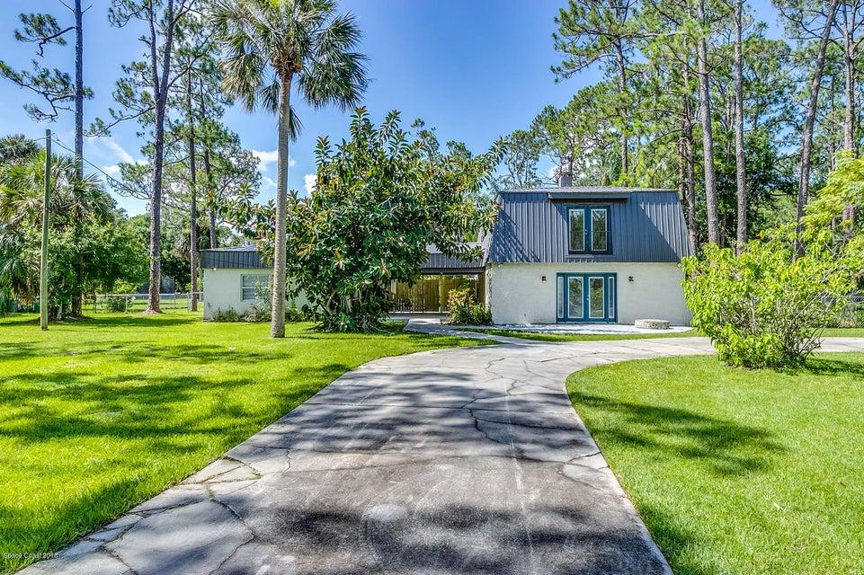 獨棟家庭住宅 為 出售 在 7031 Rodes 7031 Rodes West Melbourne, 佛羅里達州 32904 美國