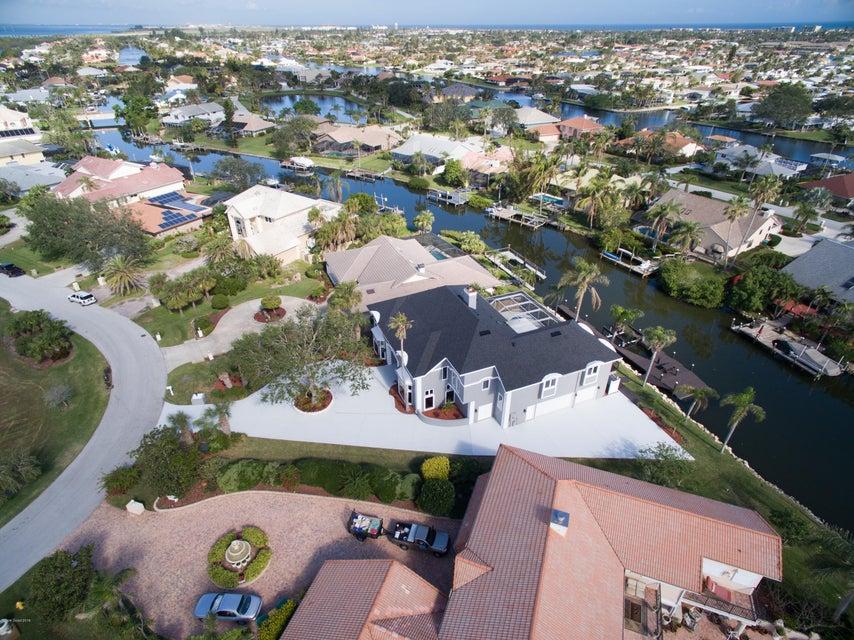 Casa para uma família para Venda às 557 Lanternback Island 557 Lanternback Island Satellite Beach, Florida 32937 Estados Unidos
