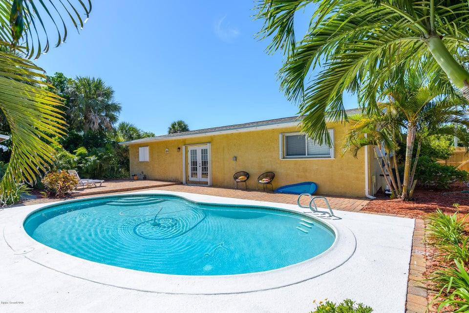 Maison unifamiliale pour l Vente à 229 NE 2nd 229 NE 2nd Satellite Beach, Florida 32937 États-Unis