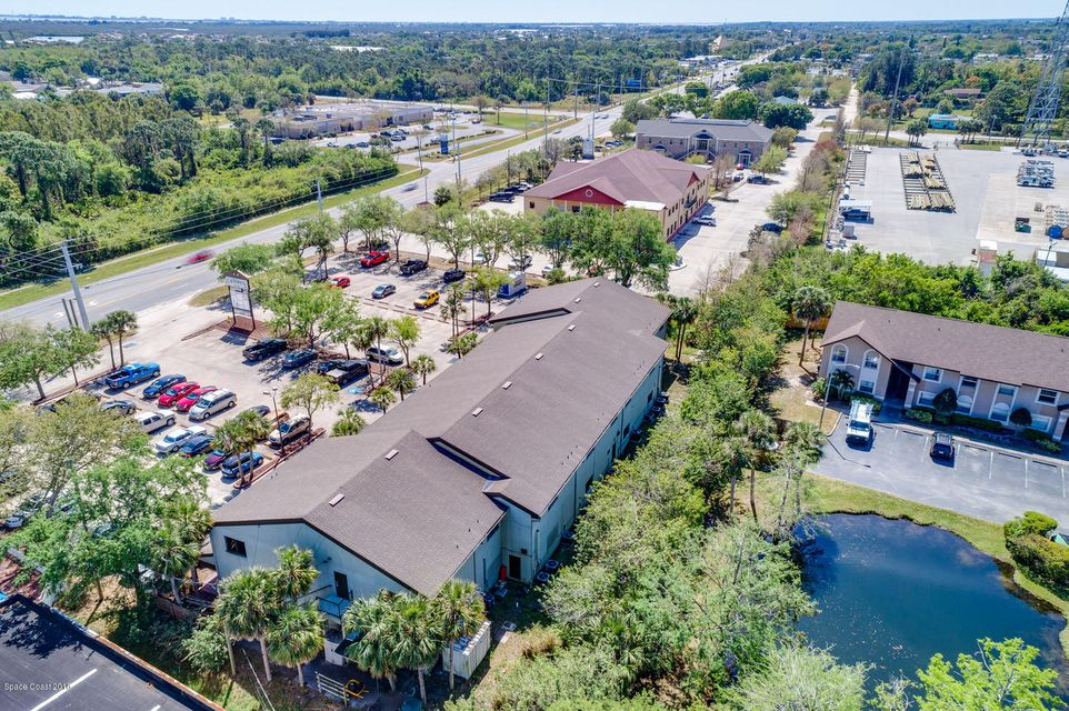 Additional photo for property listing at 2425 N Courtenay 2425 N Courtenay Merritt Island, Florida 32953 États-Unis