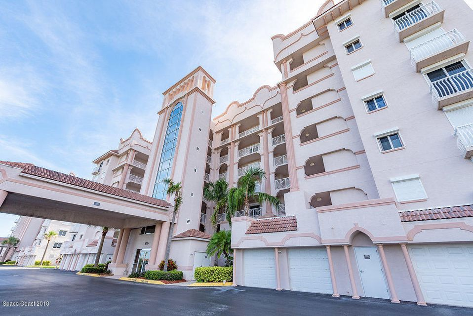 Maison unifamiliale pour l Vente à 2075 Highway A1a 2075 Highway A1a Indian Harbour Beach, Florida 32937 États-Unis
