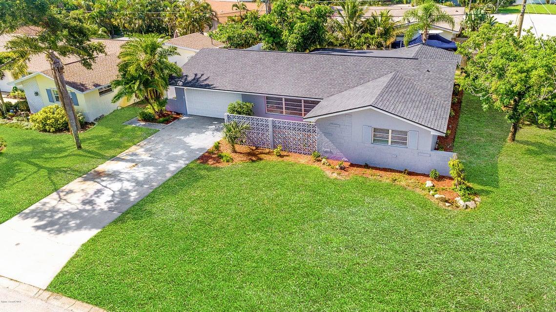 Maison unifamiliale pour l Vente à 499 Park 499 Park Satellite Beach, Florida 32937 États-Unis