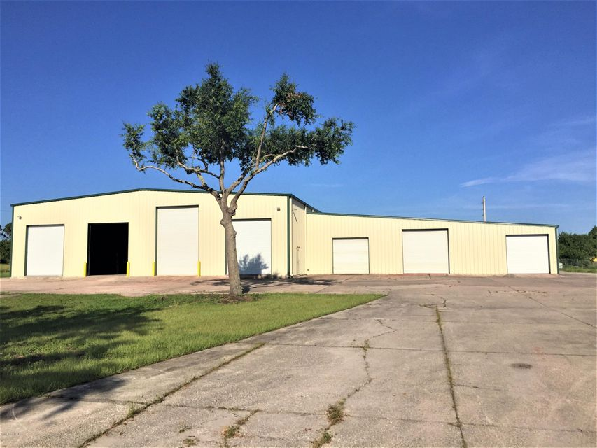 Comercial por un Venta en 4460 Old Dixie Highway 4460 Old Dixie Highway Grant Valkaria, Florida 32949 Estados Unidos