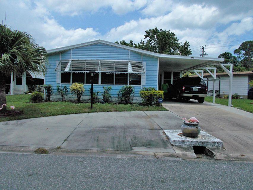 Casa para uma família para Venda às 252 Kiwi 252 Kiwi Barefoot Bay, Florida 32976 Estados Unidos