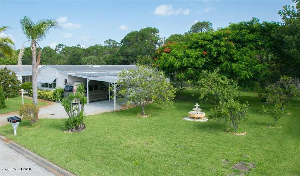 Casa para uma família para Venda às 226 Kiwi 226 Kiwi Barefoot Bay, Florida 32976 Estados Unidos