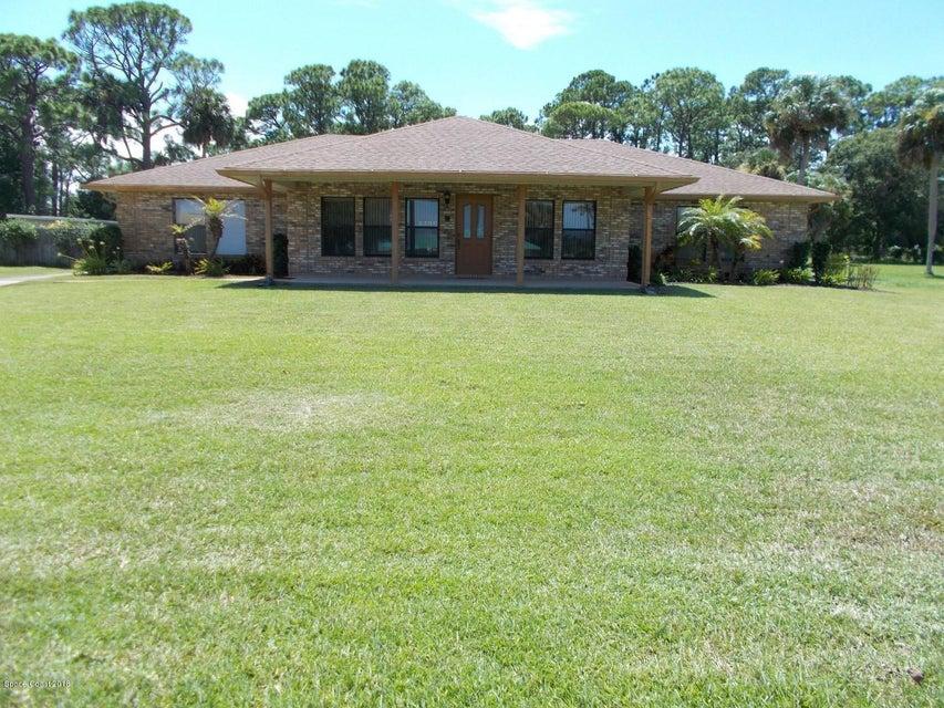 Enfamiljshus för Försäljning vid 2104 S Riverside 2104 S Riverside Edgewater, Florida 32141 Usa