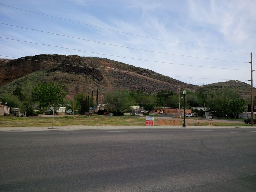 Additional photo for property listing at 450 State Street (SR-9) 450 State Street (SR-9) Hurricane, Utah 84737 United States