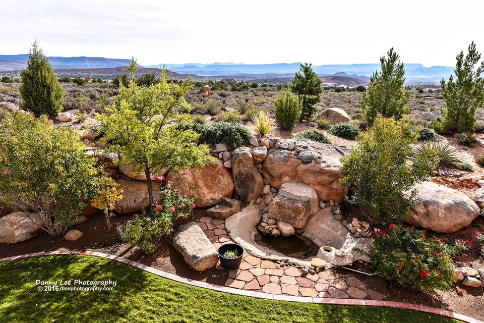 Extraordinary custom built high desert elegance.  Gorgeous views of Pine Mountain looming to the west. Zion National Park guards the sun rise in the east.   Custom high-end wood work, Trompe-l\