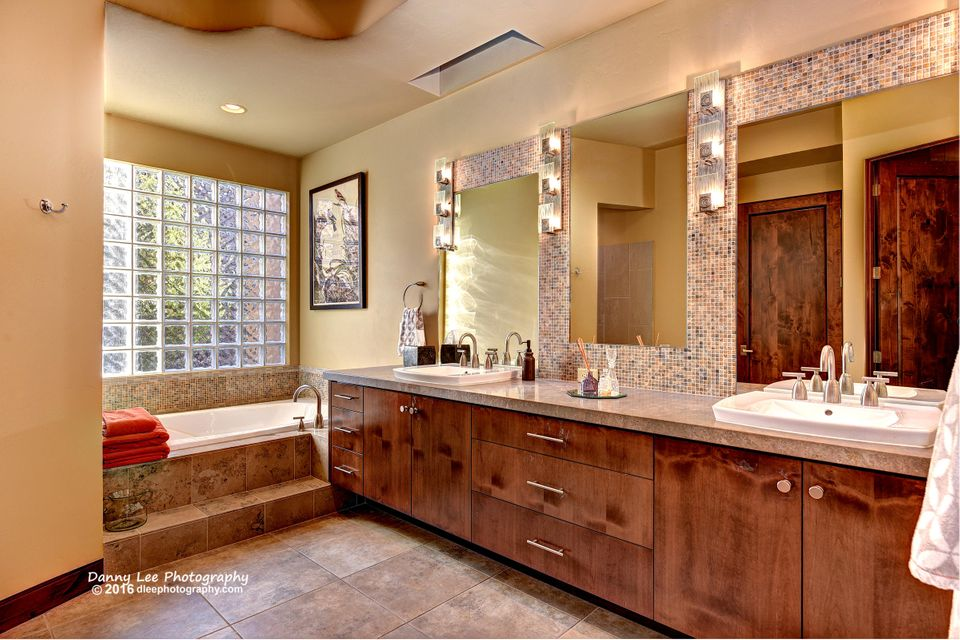 Soft Contemporary design with both hardwood and tile flooring.  Fantastic views of all that Snow Canyon has to offer. Kitchen is loaded with the highest quality appliances.  Detached casita will work well for guests or an office.  Cozy fire pits to enhance your out door experiences.  Associate membership at Entrada at Snow Canyon CC included with purchase  for access to Social & Fitness