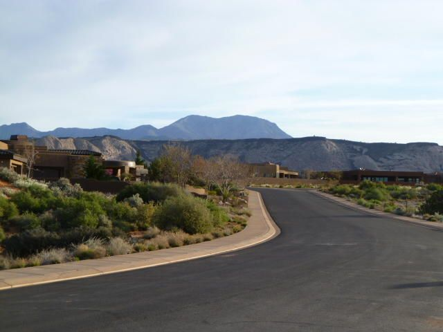 Located in the exclusive gated Canyon Rim neighborhood at The Ledges. Panoramic views of Snow Canyon State Park, Pine Mtn and the Ledges Golf Course. Close to Snow Canyon State Park hiking trails and other outdoor activities.