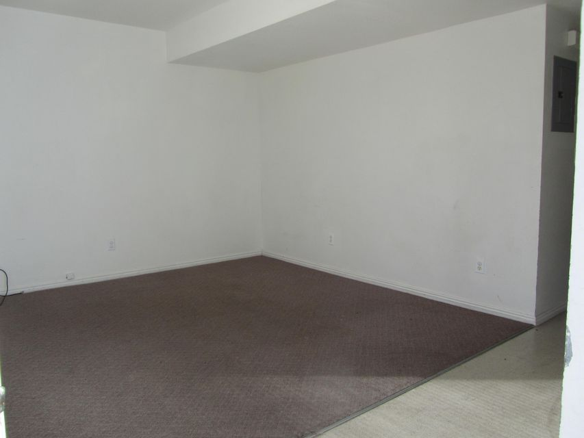 Great investment opportunity! Currently rented at $550/month