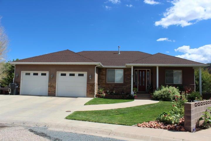 独户住宅 为 销售 在 495 200 S 495 200 S Parowan, 犹他州 84761 美国
