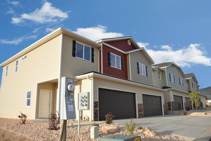 Частный односемейный дом для того Продажа на 3035 125 3035 125 Cedar City, Юта 84721 Соединенные Штаты