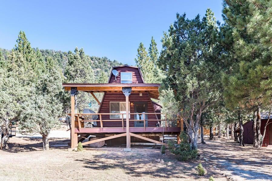 Maison unifamiliale pour l Vente à 893 Aspen Meadow, Mammoth Creek 893 Aspen Meadow, Mammoth Creek Hatch, Utah 84735 États-Unis