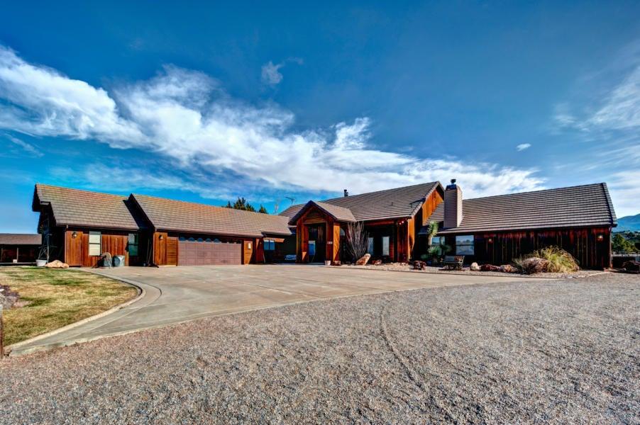 独户住宅 为 销售 在 1945 DAMMERON VALLEY Drive 1945 DAMMERON VALLEY Drive Dammeron Valley, 犹他州 84783 美国