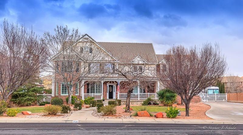 Single Family Home for Sale at 724 Country Lane 724 Country Lane Santa Clara, Utah 84765 United States