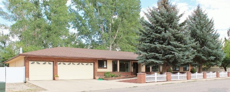 独户住宅 为 销售 在 596 350 W Colette Lane 596 350 W Colette Lane Parowan, 犹他州 84761 美国