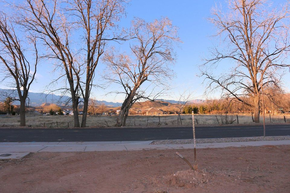 Additional photo for property listing at 1043 900 1043 900 Hurricane, Utah 84737 United States