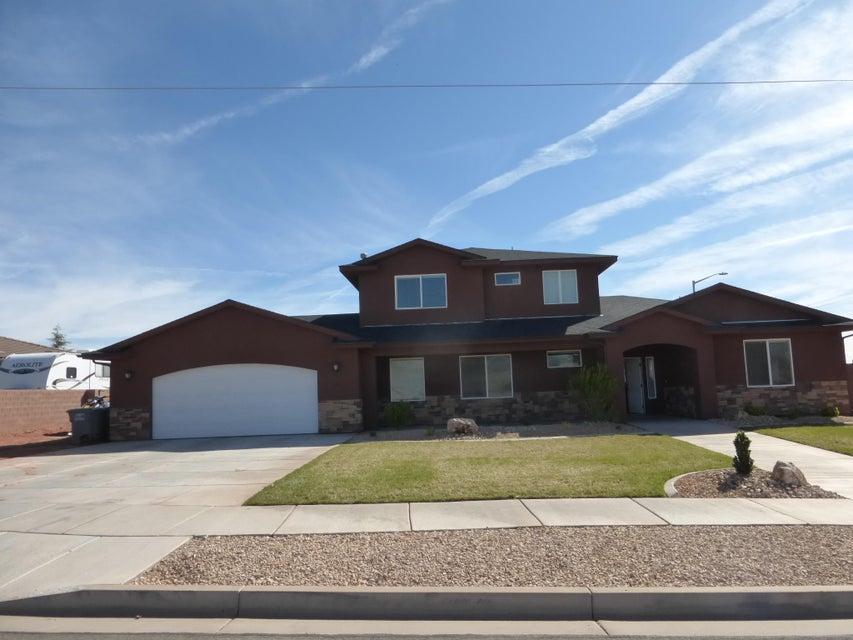 Maison unifamiliale pour l Vente à 18 200 18 200 Ivins, Utah 84738 États-Unis