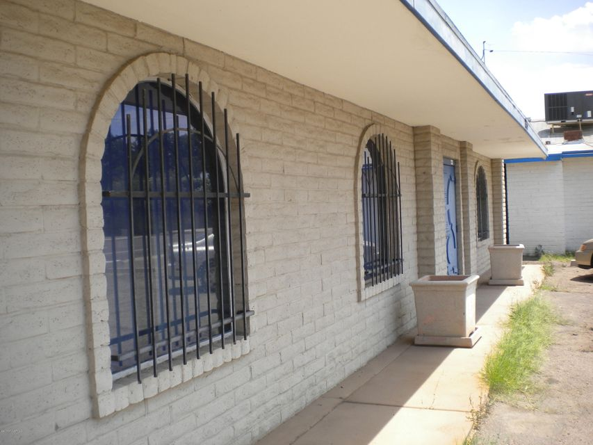 2233 N 7th St, Out of Area, AZ 00000