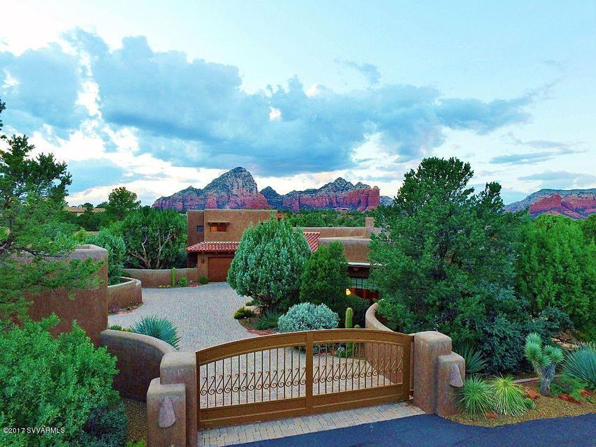 Guest house homes for sale sedona guest house properties for Homes for sale with guest house