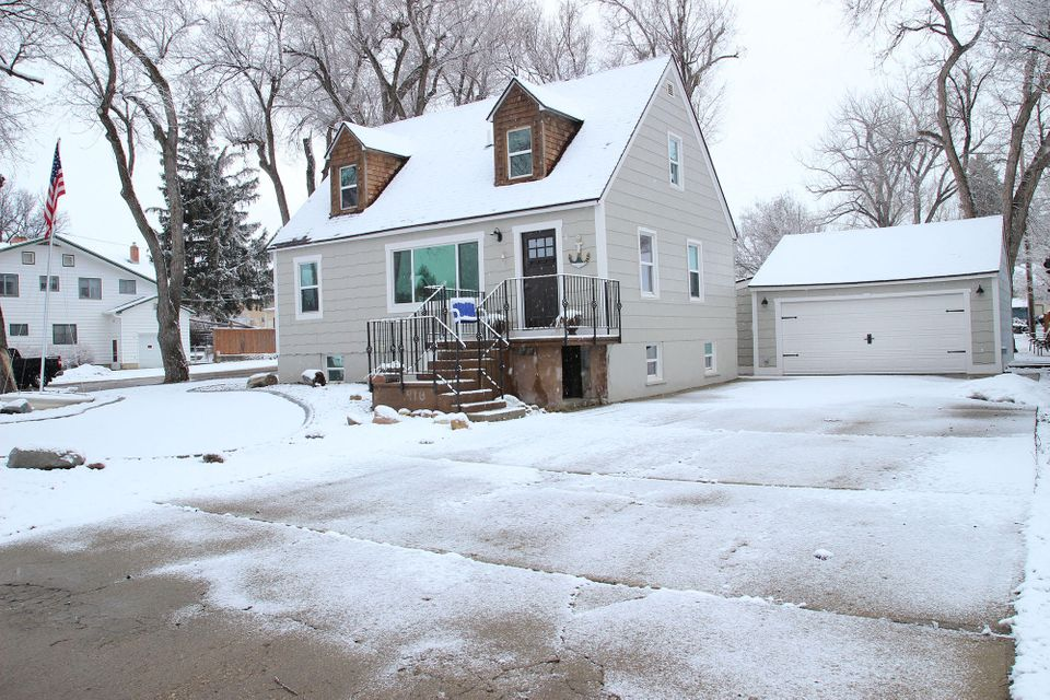 910 Bellevue Avenue,Sheridan,Wyoming 82801,3 Bedrooms Bedrooms,3 BathroomsBathrooms,Residential,Bellevue,18-247