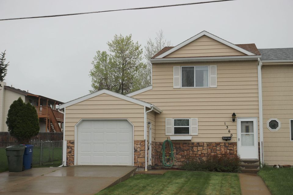 1360 Highland Avenue,Sheridan,Wyoming 82801,2 Bedrooms Bedrooms,1.5 BathroomsBathrooms,Residential,Highland,18-469