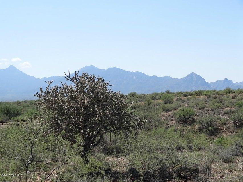 796 E Well Rock Place, Green Valley, AZ 85614