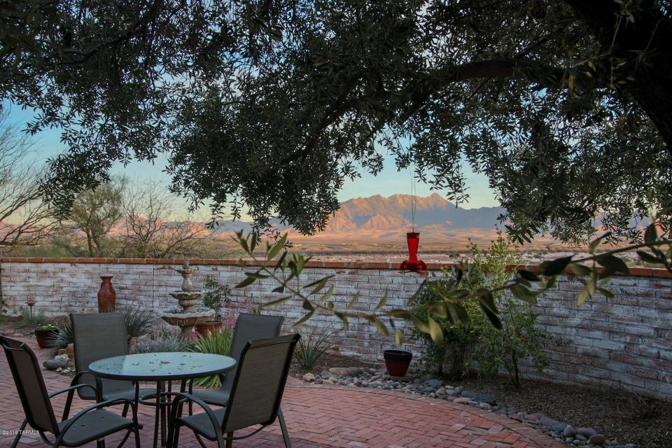 323 W Mission Twin Buttes, Green Valley, AZ 85622