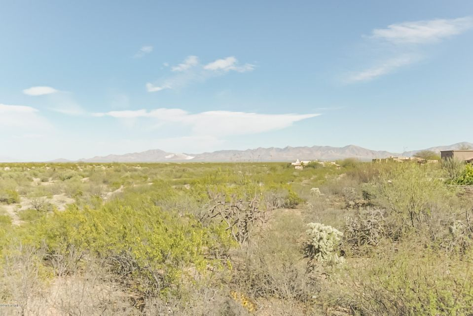 1049 E Josephine Saddle Place, Green Valley, AZ 85614