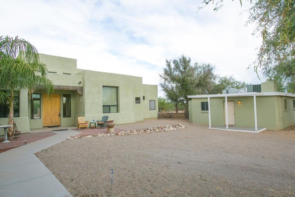 9020 N Calle Loma Linda, Tucson, AZ 85704