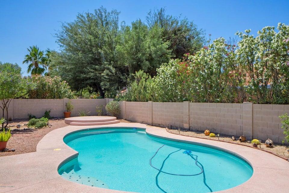 560 S Stoner Avenue, Tucson, AZ 85748