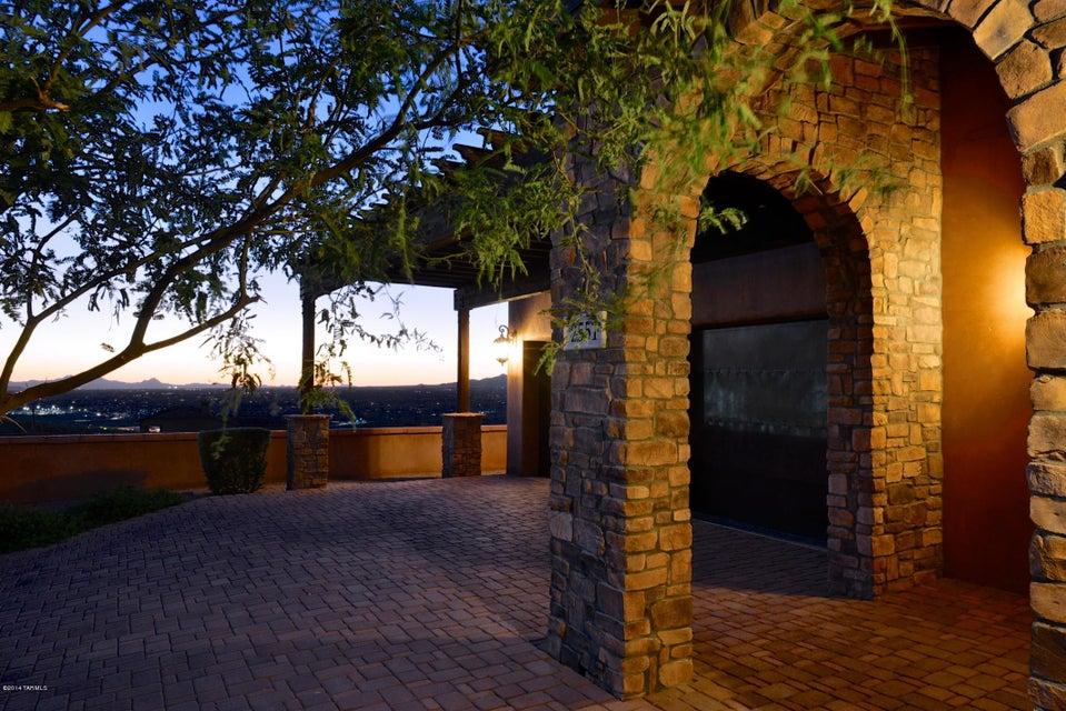 2551 E Della Roccia Court, Oro Valley, AZ 85737