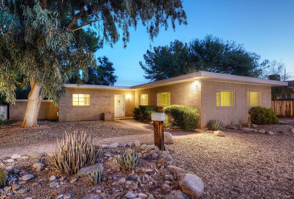 2221 E 9th Street, Tucson, AZ 85719