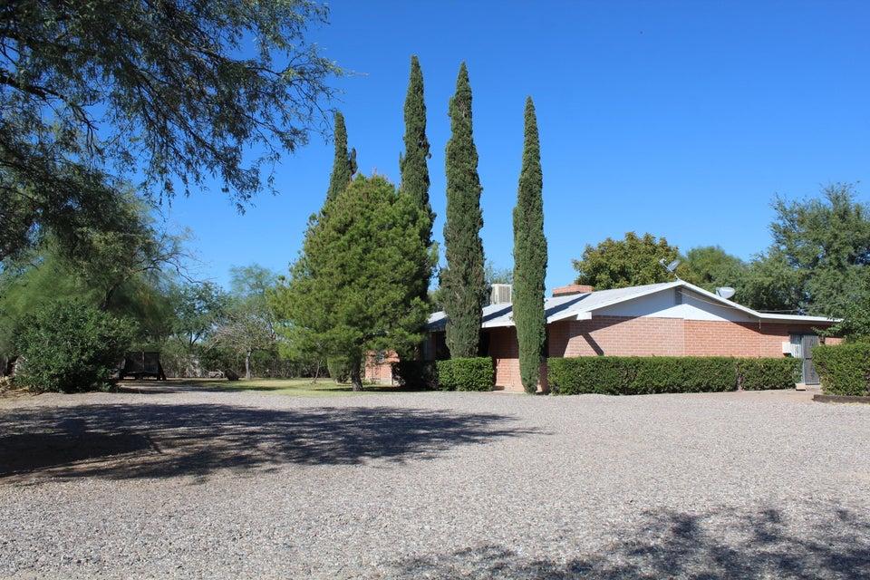 1634 W Roger Road, Tucson, AZ 85705