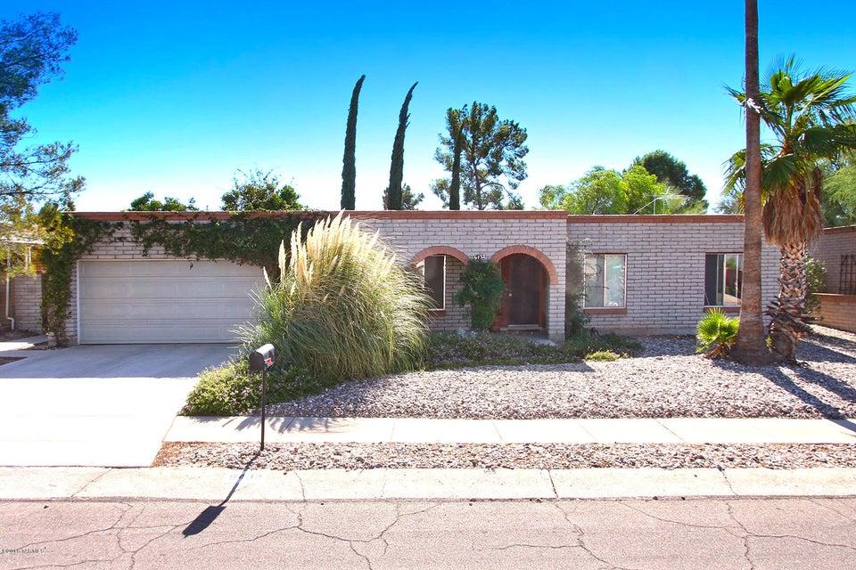 9432 E Barrudean Hills Street, Tucson, AZ 85710