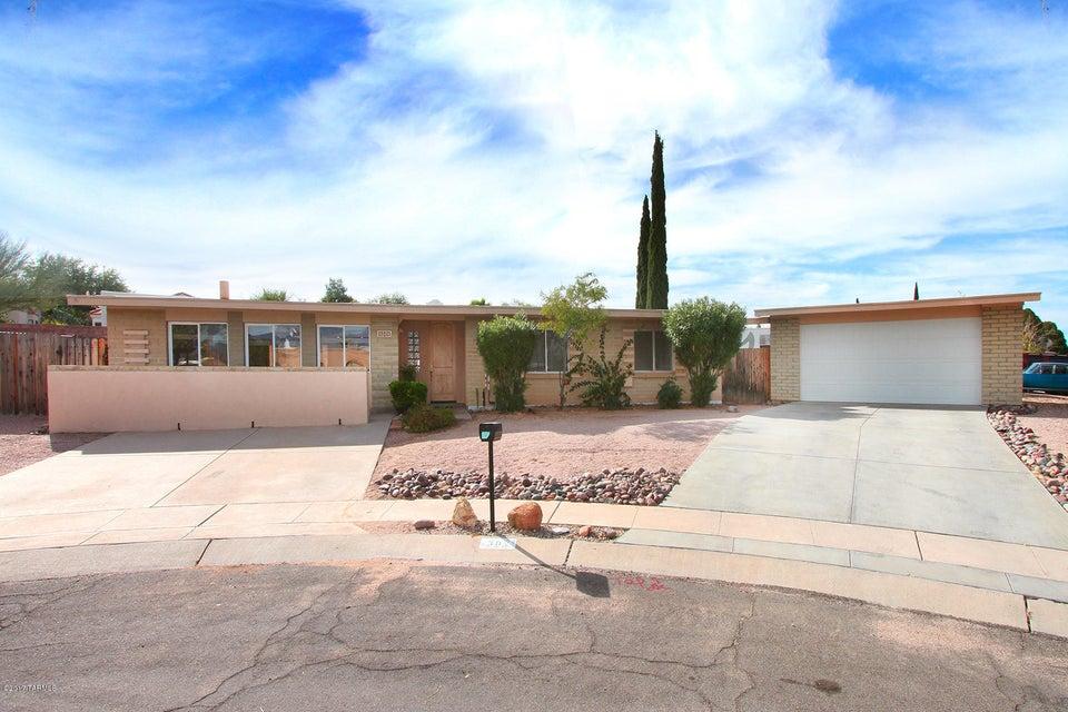 302 N Eastview Place, Tucson, AZ 85710