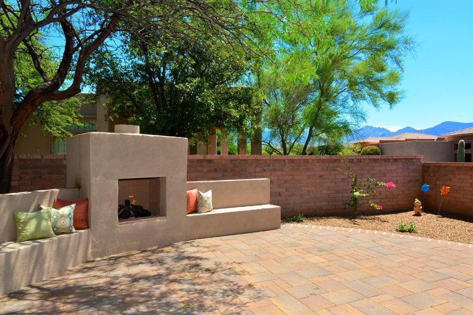 13804 N Topflite Drive, Oro Valley, AZ 85755